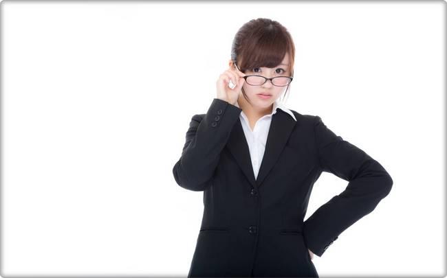 ビタブリッドCフェイスの悪評が気にする女性.jpg